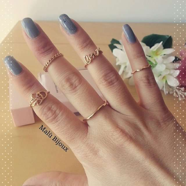 Knuckle ring con scritte e simboli