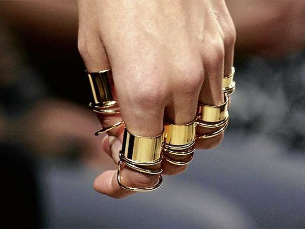 Knuckle ring di diverse dimensioni