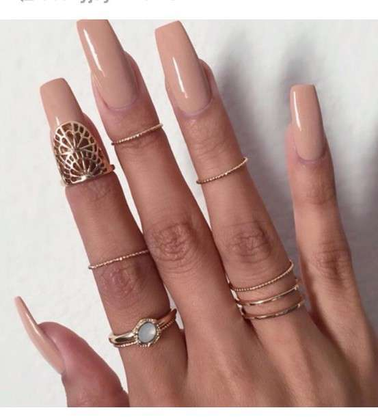 Knuckle ring e nude manicure