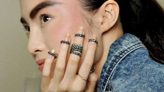 Knuckle ring in acciaio scuro