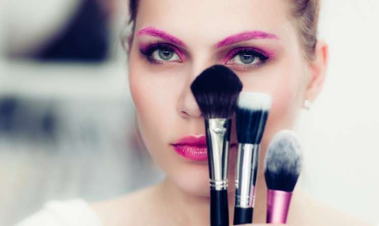 Colorare le sopracciglia con il make up