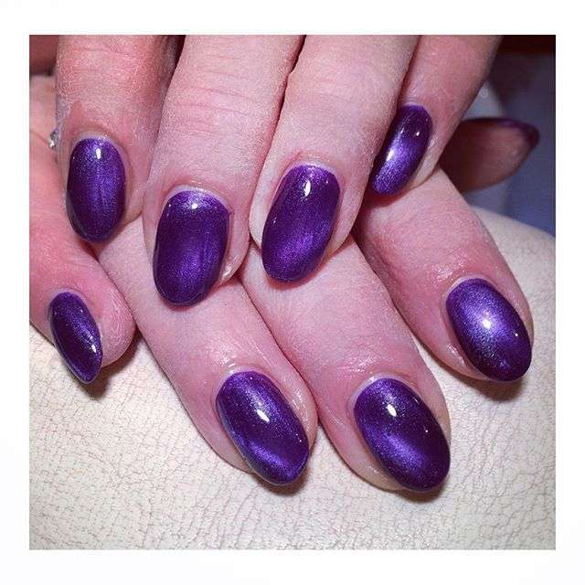 Manicure cat eye viola