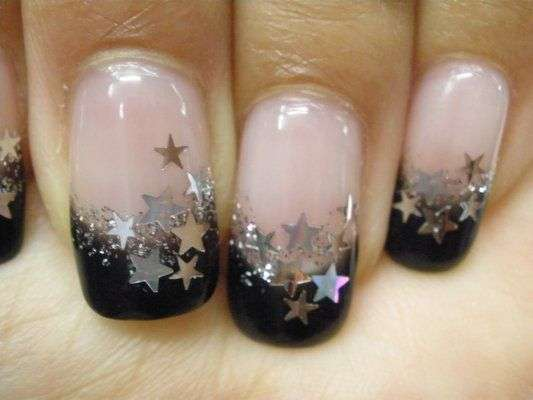 French manicure con stelle argento