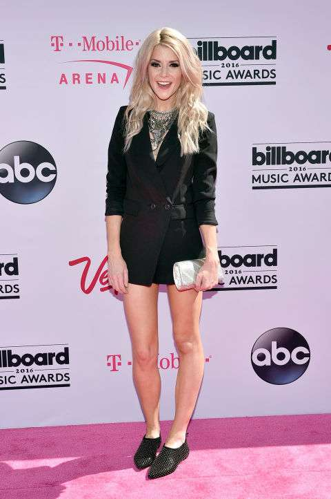 Grace Helbig ai Billboard Music Awards 2016