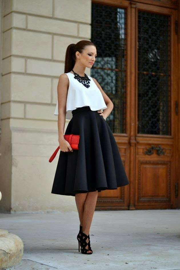 Look bianco e nero con gonna midi
