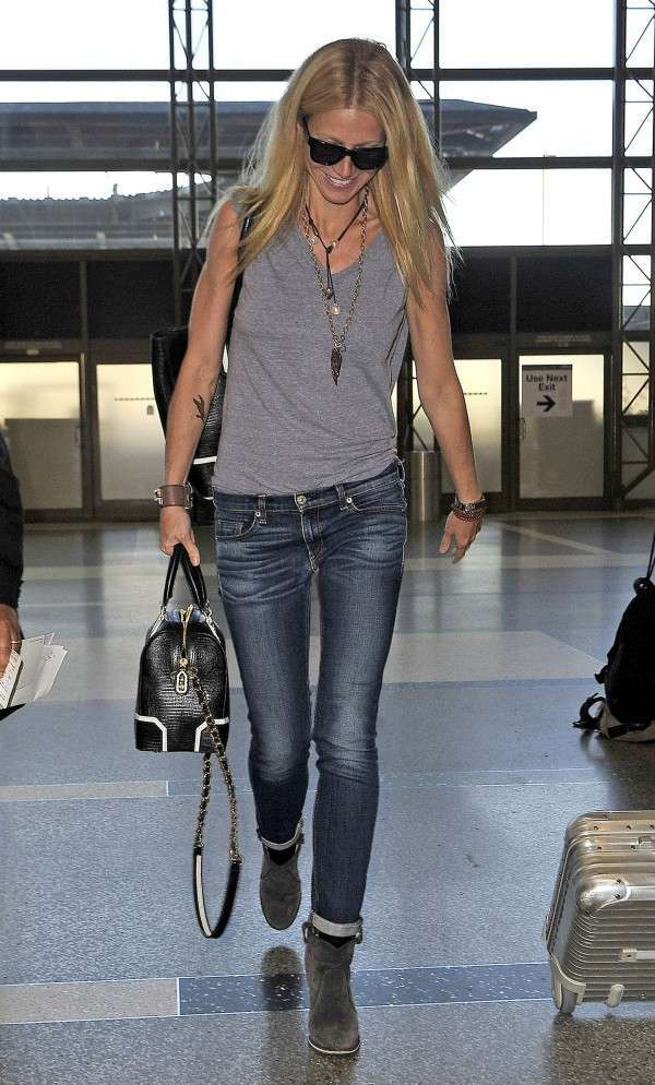 Gwyneth Paltrow in jeans in aeroporto