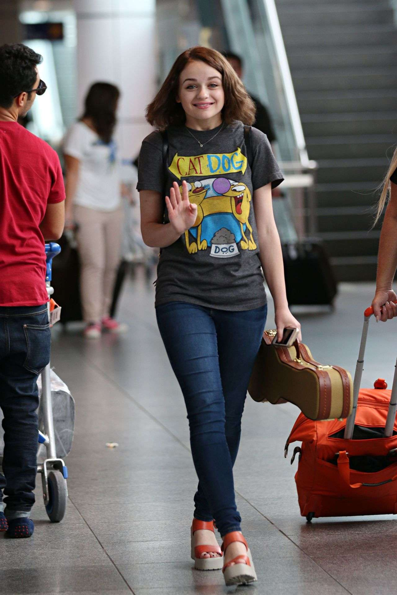 Joey King in aeroporto