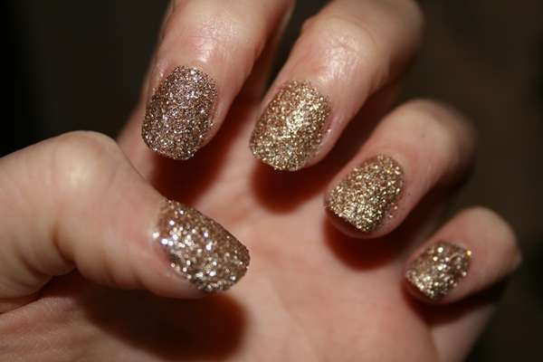 Nail art glitterata color oro