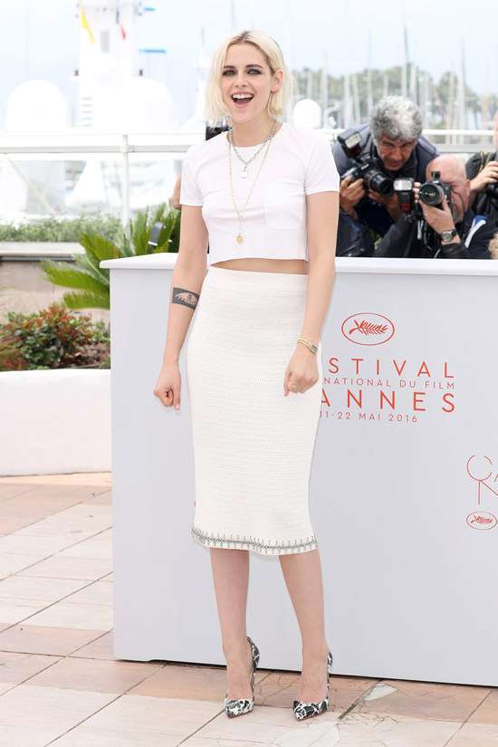 Kristen Stewart con look total white