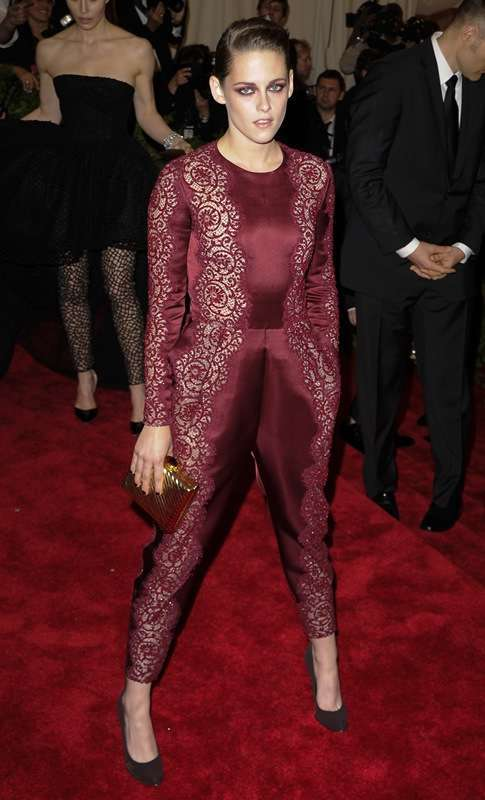 Look glam rock bordeaux per Kristen Stewart