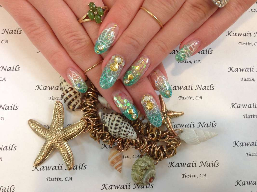 Nail art Kawaii con conchiglie