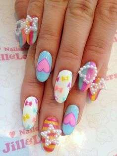 Nail art Kawaii con decorazioni di perle
