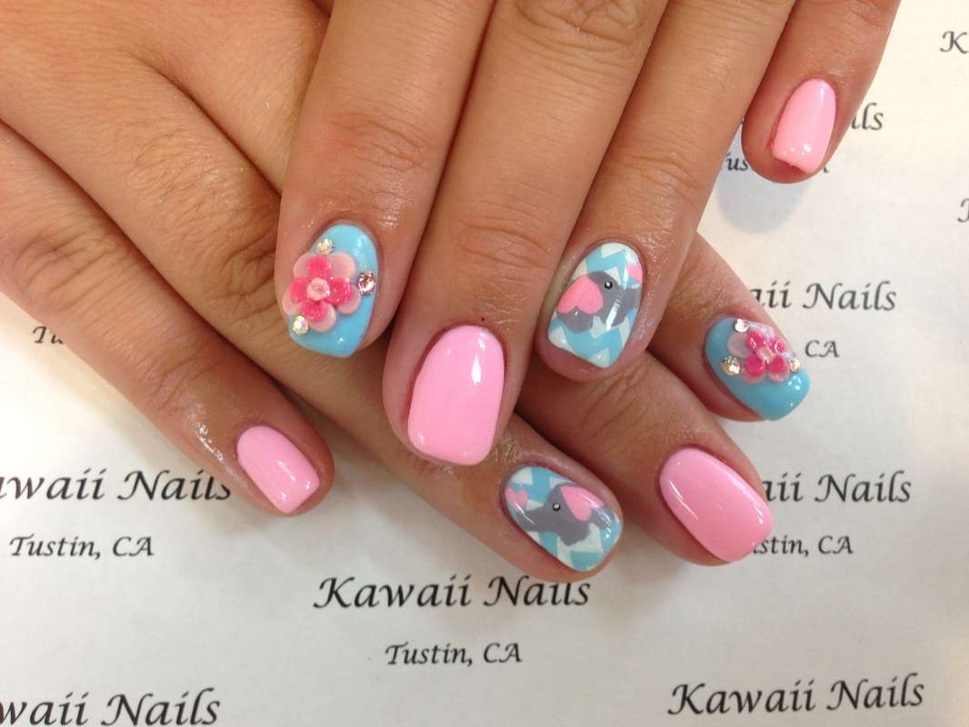 Nail art Kawaii con fiore in 3D