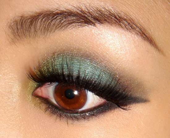 Smokey eyes verde e oro