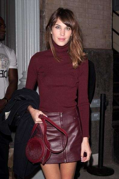 Total look bordeaux per Alexa Chung