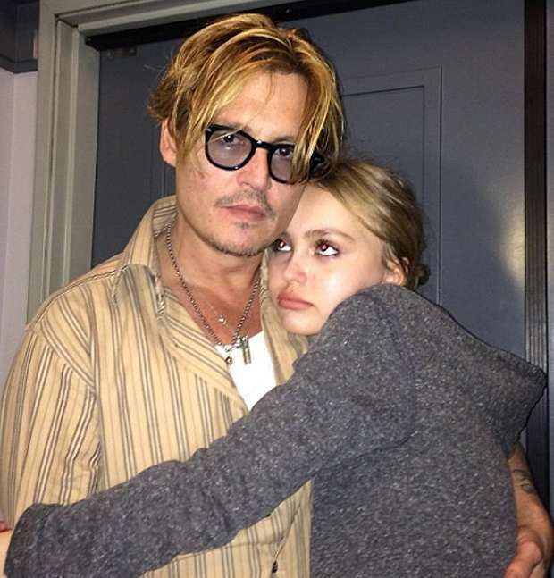 Lily Rose con il padre Johnny Depp