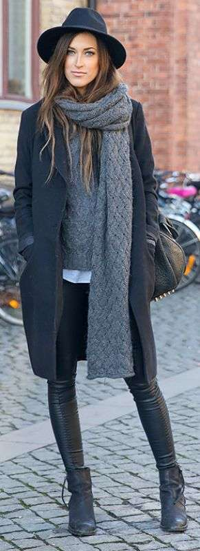 Look total black cappotto e cappello