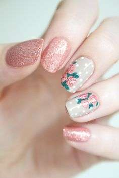 Nail art con rose vintage
