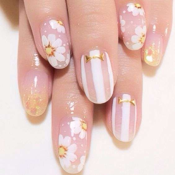 Nail art vintage con margherite