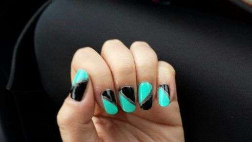 Nail art color acquamarina e nero