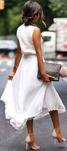 Outfit chic con gonna a pieghe