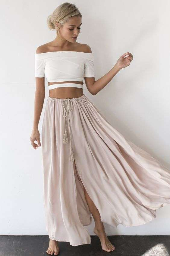 Gonna lunga rosa e crop top bianco