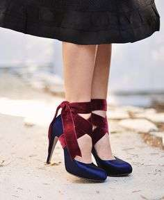 Decollete blu con nastri in suede bordeaux