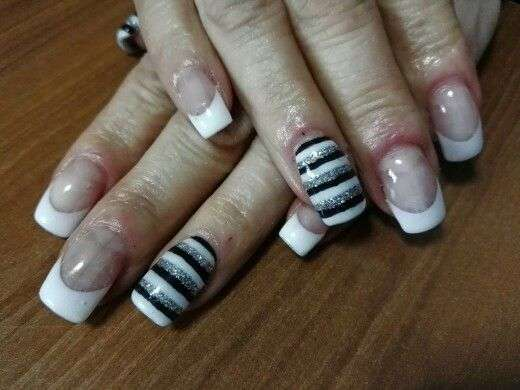 French manicure a strisce