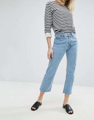 Cropped flare jeans con t-shirt a righe