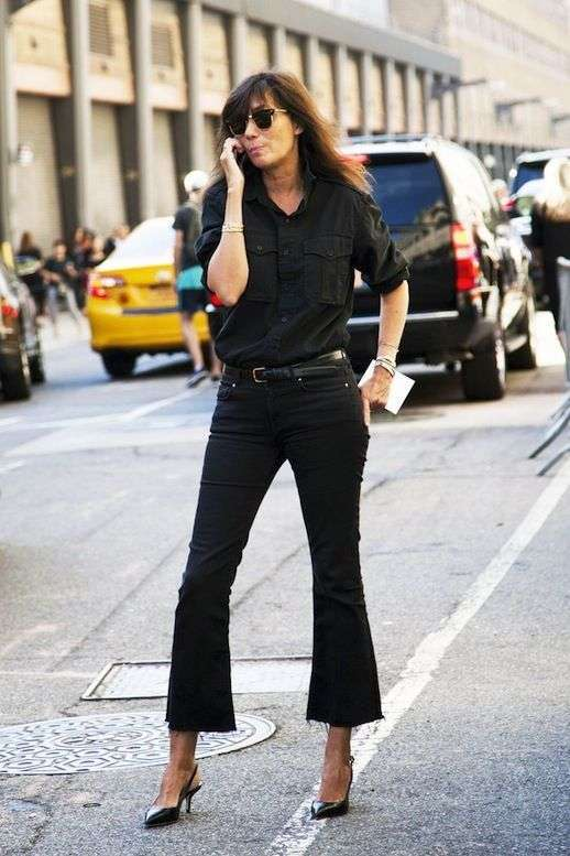 Look total black con cropped flare jeans