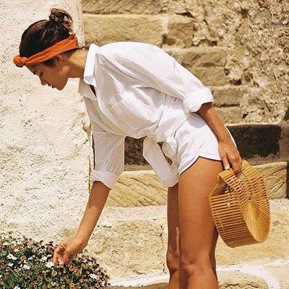 Look total white con shorts