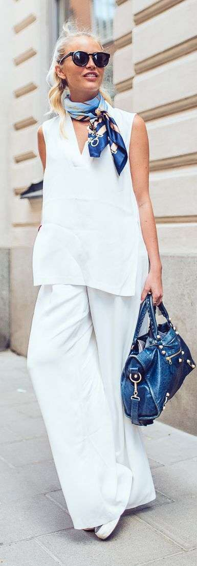 Look total white con sneakers