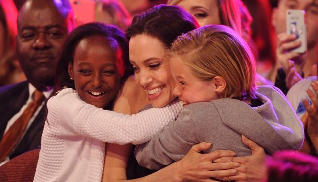 kids choice awards angelina jolie figlie