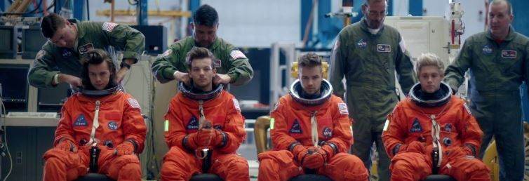 one direction drag me down video testo traduzione