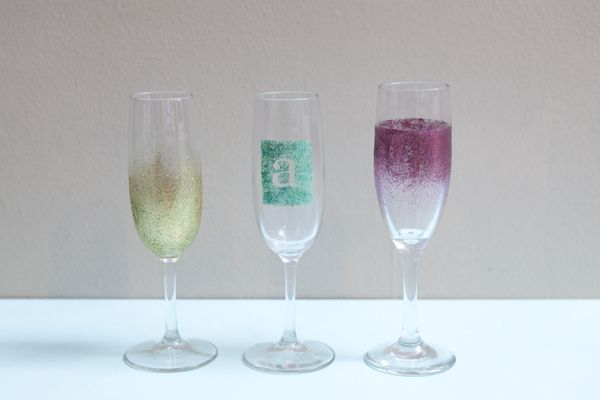st diy_personalized_champagne_glasses17